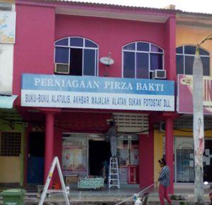 Wisma Perniagaan Pirza Bakti No. 19, Lorong 1, Pekan, Pahang sedang dinaiktaraf
